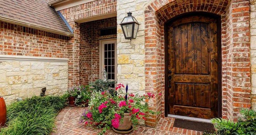 Ventajas de una puerta de calle de madera