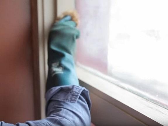 Limpieza de las ventanas de madera